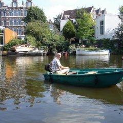 Отель Bedmetbootje & Bedwithmotorboat Нидерланды, Амстердам - отзывы, цены и фото номеров - забронировать отель Bedmetbootje & Bedwithmotorboat онлайн приотельная территория фото 2