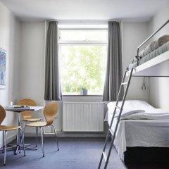 Отель Danhostel Copenhagen Bellahøj Стандартный номер с различными типами кроватей фото 2