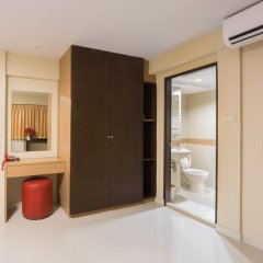 Отель NRC Residence Suvarnabhumi сейф в номере