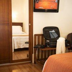 Отель Aliados 3* Улучшенный номер с двуспальной кроватью фото 5