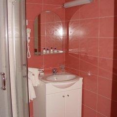Отель Family Hotel Gabrovo Болгария, Боженци - отзывы, цены и фото номеров - забронировать отель Family Hotel Gabrovo онлайн ванная