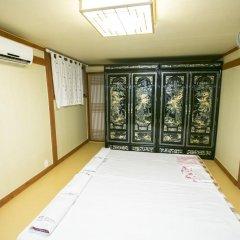 Отель Bukchonmaru Hanok Guesthouse комната для гостей фото 3