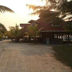 Отель Sea Eye Hotel - Laguna Building Гондурас, Остров Утила - отзывы, цены и фото номеров - забронировать отель Sea Eye Hotel - Laguna Building онлайн парковка