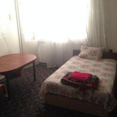 Отель East Gate Guest Rooms Стандартный номер с двуспальной кроватью (общая ванная комната)