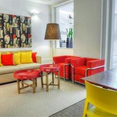 Отель Three Houses & Bedrooms гостиничный бар