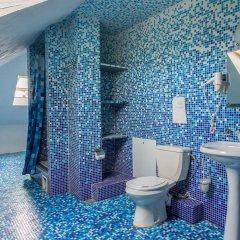 Мини-Отель Внучка Стандартный семейный номер с разными типами кроватей (общая ванная комната)