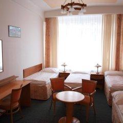 Hotel Jana / Pension Domov Mladeze Стандартный номер с различными типами кроватей (общая ванная комната) фото 9
