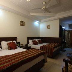 Hotel Chanchal Deluxe 2* Стандартный семейный номер с двуспальной кроватью фото 4