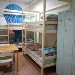 Хостел Апельсин Кровать в общем номере с двухъярусной кроватью