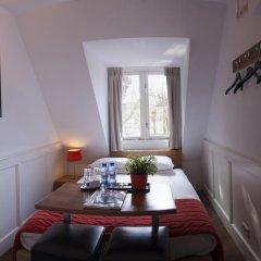 Lange Jan Hotel 2* Номер с общей ванной комнатой с различными типами кроватей (общая ванная комната) фото 4