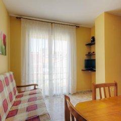 Отель Apartamentos Querol Вальдерробрес комната для гостей фото 5