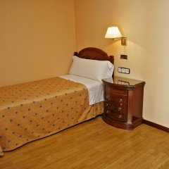 Отель Hostal Victoria I Стандартный номер с различными типами кроватей