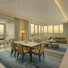 Отель DoubleTree by Hilton Dubai Jumeirah Beach 4* Люкс с различными типами кроватей фото 7