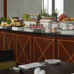 Mövenpick Hotel Bur Dubai 5* Улучшенный номер с различными типами кроватей