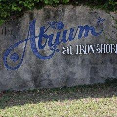 Отель The Atrium at Ironshore спортивное сооружение