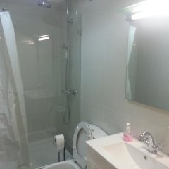 Отель Dobairro Suites at Principe Real Лиссабон ванная