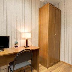 Гостиница Три мушкетёра Стандартный номер с двуспальной кроватью (общая ванная комната)