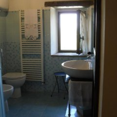 Отель Casale dei grilli e le cicale Монтоне ванная фото 2