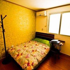 Отель Kimchee Hongdae Guesthouse Стандартный номер с двуспальной кроватью фото 3