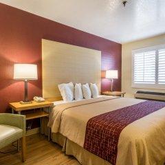 Отель Red Roof Inn Tulare - Downtown/Fairgrounds 2* Номер Делюкс с различными типами кроватей фото 8