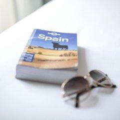 Отель Petit Palace Santa Cruz Испания, Севилья - отзывы, цены и фото номеров - забронировать отель Petit Palace Santa Cruz онлайн ванная