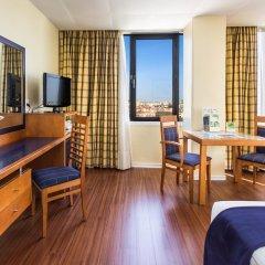 Отель Holiday Inn Lisbon 4* Стандартный номер с различными типами кроватей фото 7