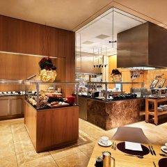 Отель Jumeirah Frankfurt 5* Номер Делюкс с различными типами кроватей фото 11