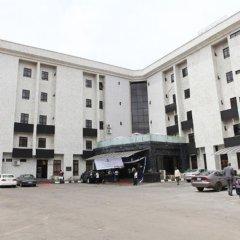 Апартаменты Bolton White Hotels and Apartments парковка