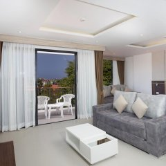 Отель Paripas Patong Resort 4* Стандартный семейный номер с разными типами кроватей фото 12