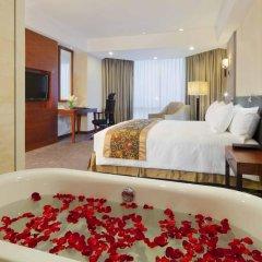 Отель Crowne Plaza West Hanoi 5* Номер Делюкс с различными типами кроватей