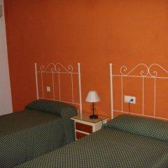 Отель Hostal Los Rosales Испания, Кониль-де-ла-Фронтера - отзывы, цены и фото номеров - забронировать отель Hostal Los Rosales онлайн комната для гостей фото 5