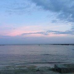 Отель The Fishermans Chalet пляж