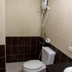 Отель Patong Bay Guesthouse 2* Улучшенный номер с 2 отдельными кроватями фото 10