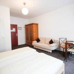 Отель Pension/Guesthouse am Hauptbahnhof Стандартный номер с двуспальной кроватью (общая ванная комната) фото 31