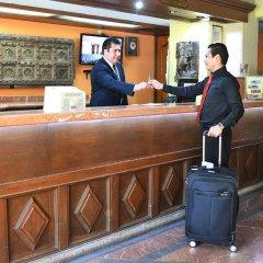 Отель Santiago De Compostela Hotel Мексика, Гвадалахара - отзывы, цены и фото номеров - забронировать отель Santiago De Compostela Hotel онлайн интерьер отеля