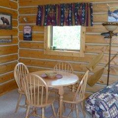 Отель Mica Mountain Lodge & Log Cabins питание