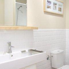 Апартаменты Rent4Days Ramblas Apartments Барселона ванная