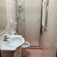 Отель Overseas Guest House Стандартный номер с двуспальной кроватью фото 8