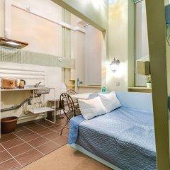 Мини-отель 15 комнат 2* Стандартный семейный номер с разными типами кроватей фото 11