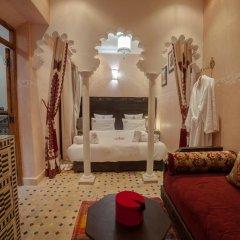 Отель Dar Ikalimo Marrakech 3* Улучшенный номер с двуспальной кроватью фото 7