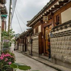 Отель Yeonwoo Guesthouse Стандартный семейный номер с двуспальной кроватью фото 2