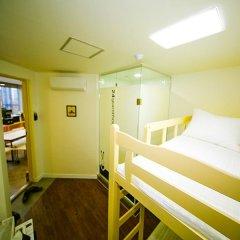 Отель 24 Guesthouse Seoul City Hall 2* Стандартный номер с двухъярусной кроватью фото 7