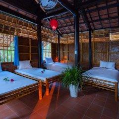 Отель Tra Que Flower Homestay Кровать в общем номере с двухъярусной кроватью фото 5