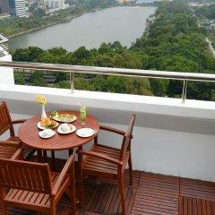 Отель Centre Point Sukhumvit 10 балкон