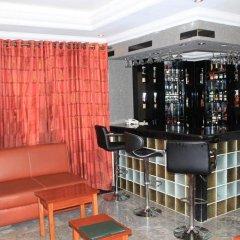 Отель Tyndale Residence Ltd гостиничный бар