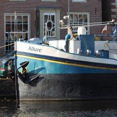 Отель Hotelboat Allure Нидерланды, Амстердам - отзывы, цены и фото номеров - забронировать отель Hotelboat Allure онлайн городской автобус
