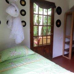 Отель La Familia Resort and Restaurant 3* Стандартный семейный номер с двуспальной кроватью (общая ванная комната) фото 8