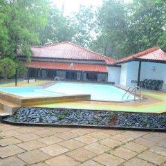 Отель Jayasinghe Holiday Resort бассейн фото 3