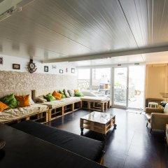 Hostel & Surfcamp 55 бассейн