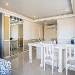 Отель Phuket Airport Suites & Lounge Bar - Club 96 Люкс Премиум с различными типами кроватей фото 2